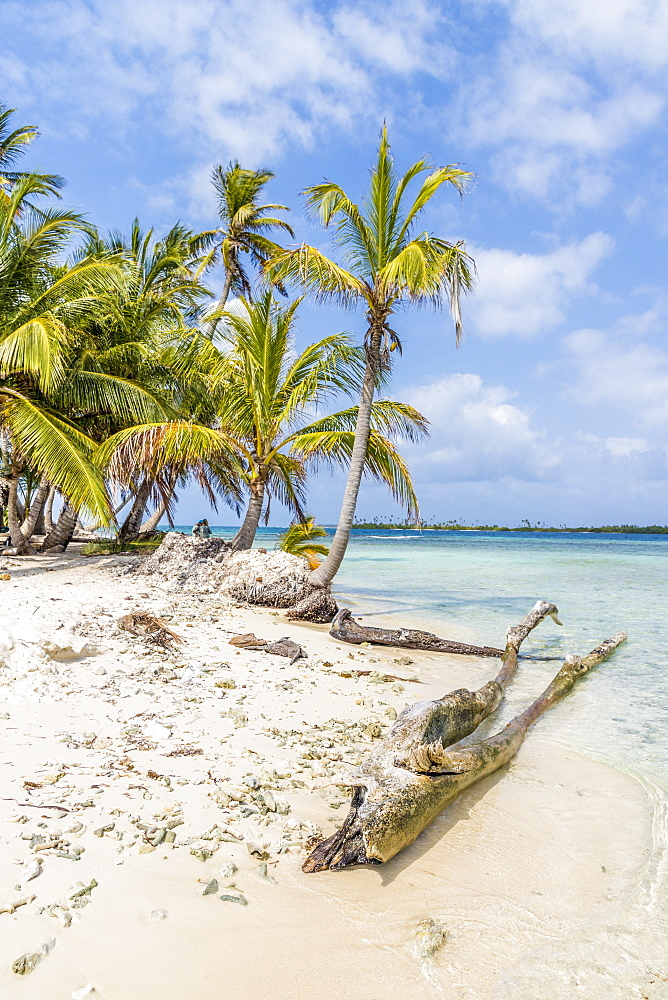 The beautiful Island Pelicano in the San Blas Islands, Kuna Yala, Panama, Central America