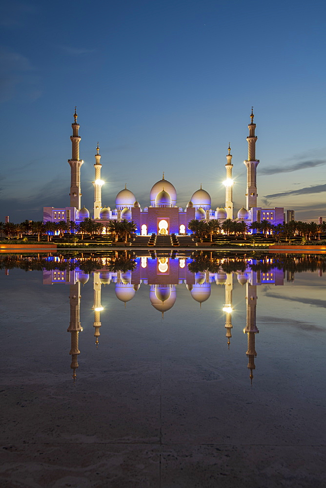 The Sheikh Zayed Grand Mosque at night reflected, Abu Dhabi, United Arab Emirates, Middle East