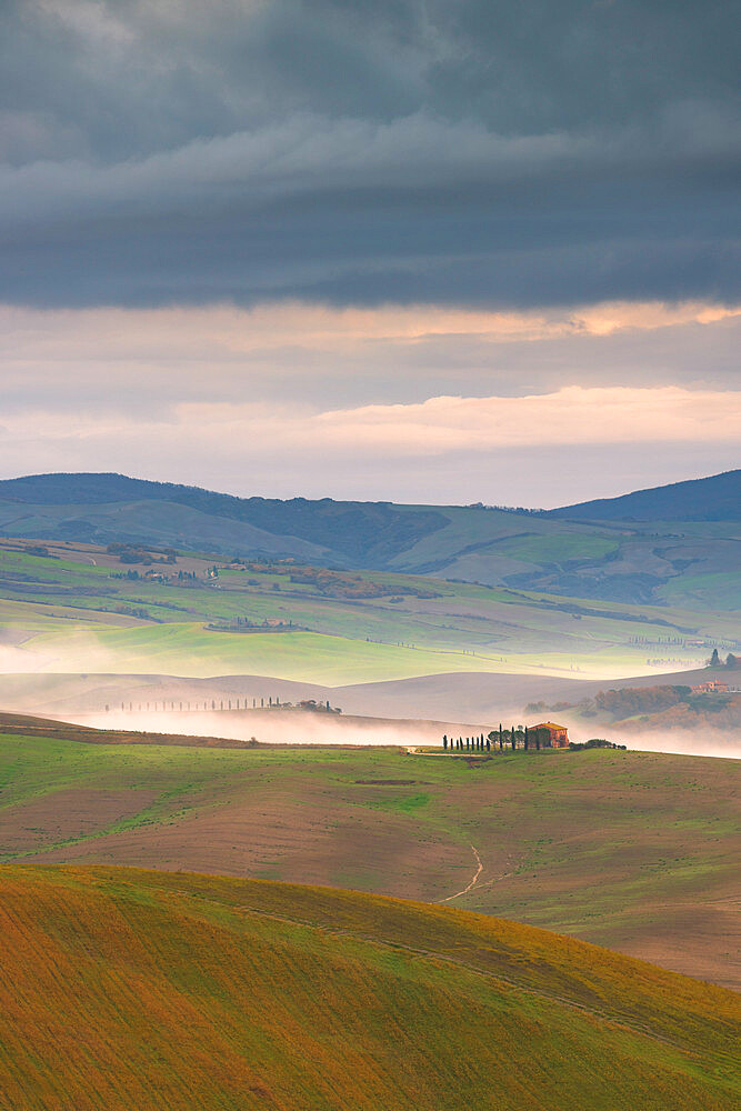 Rolling landscape with farm house and mist, Tuscany, Italy, Europe