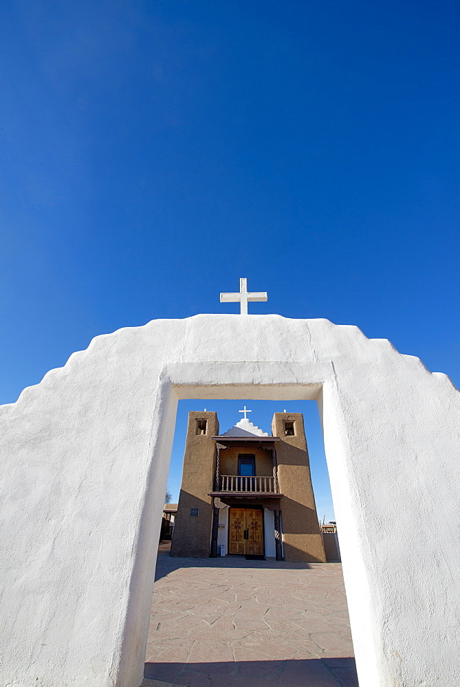 Adobe church at Taos Pueblo, UNESCO World Heritage Site, Taos, New Mexico, United States of America, North America - 1315-128