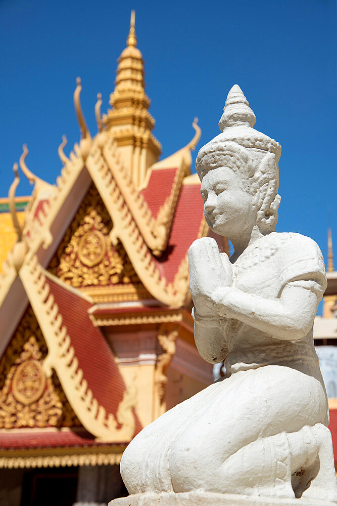 Statue of Buddha at the Royal Palace, Phnom Penh, Cambodia, Indochina, Southeast Asia, Asia