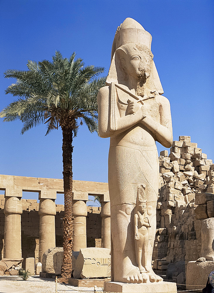 Colossal statue of Ramses II, Luxor Temple, Thebes, UNESCO World Heritage Site, Egypt, North Africa, Africa