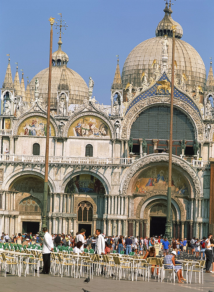 Tourists in front of the Basilica San Marco in Venice, UNESCO World Heritage Site, Veneto, Italy, Europe