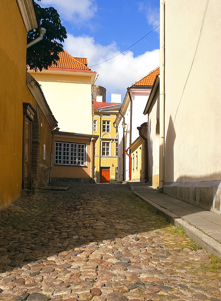 Cobblestone street in the Toompea area, Tallinn, Estonia, Baltic States, Europe