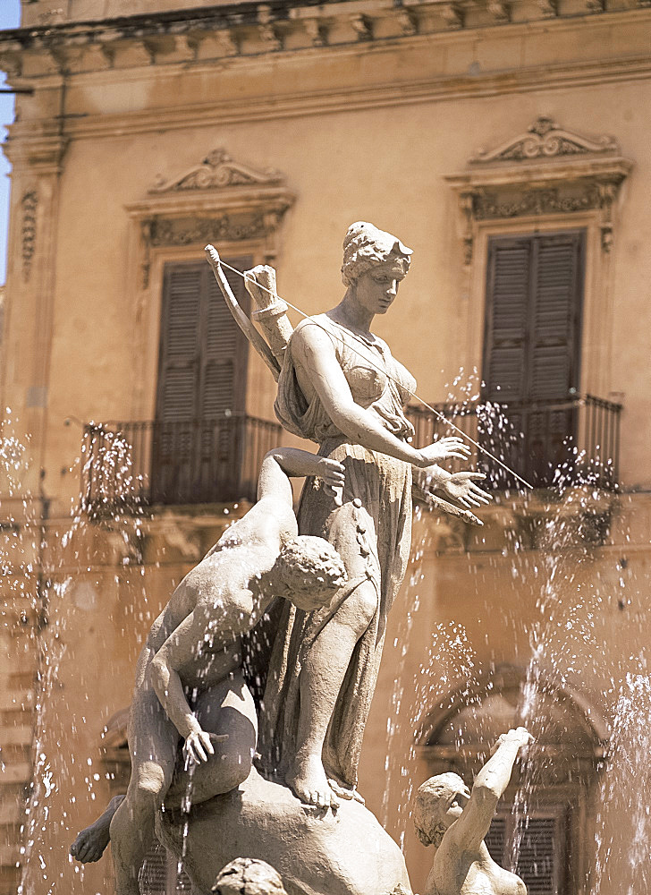 The Aretusa fountain, Syracuse, Sicily, Italy, Europe