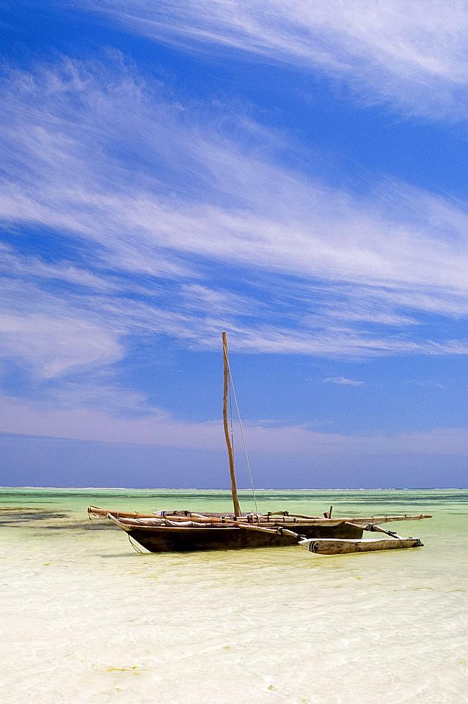 A dhow in the Indian Ocean, Paje, Zanzibar, Tanzania, East Africa, Africa