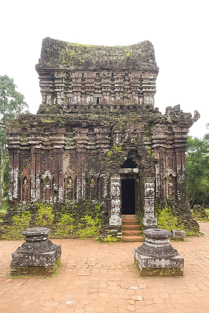 Carved reliefs on the 10th century Cham tower (B5) at the My Son Sanctuary, UNESCO World Heritage Site, Quan Nam Province, Vietnam, Indochina, Southeast Asia, Asia