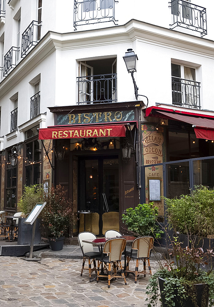 A traditional bistro in the Latin Quarter, Paris, France, Europe