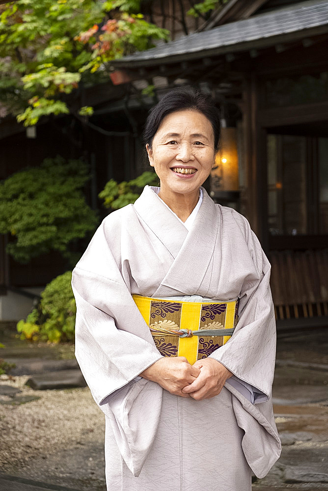 A hostess dressed in a kimono at the Yatsusankan ryokan in Hida Furukawa, Gifu Prefecture, Honshu, Japan, Asia