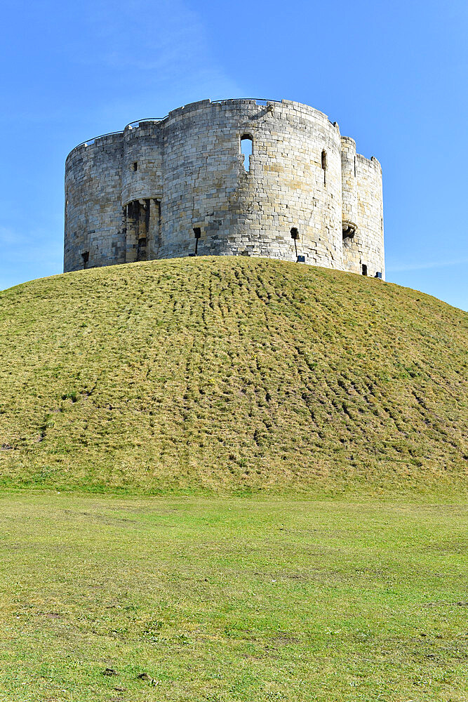 Clifford's Tower, York, Yorkshire, England, United Kingdom, Europe - 190-9827