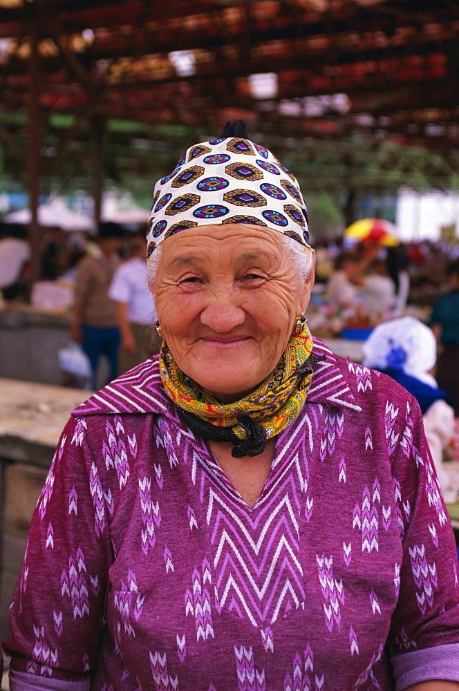 Portrait of a market trader, Samarkand, Uzbekistan, CIS, Central Asia, Asia