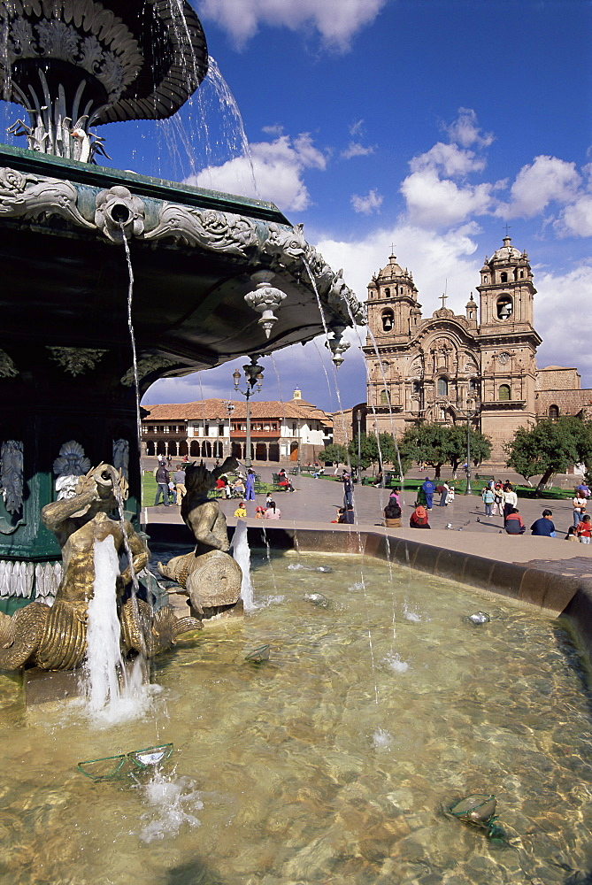 Fountain and the Christian cathedral beyond, Cuzco Ciity (Cusco), UNESCO World Heritage Site, Peru, South America