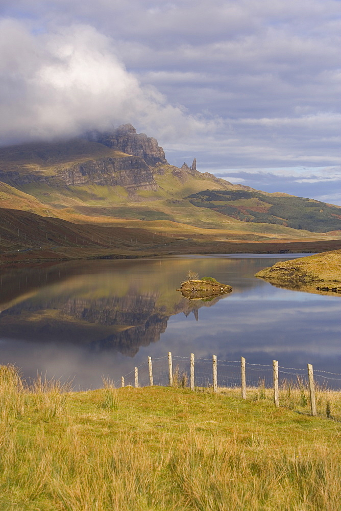 Loch Leathan, The Old Man of Storr, Isle of Skye, Inner Hebrides, west coast, Scotland, United Kingdom, Europe - 252-10971