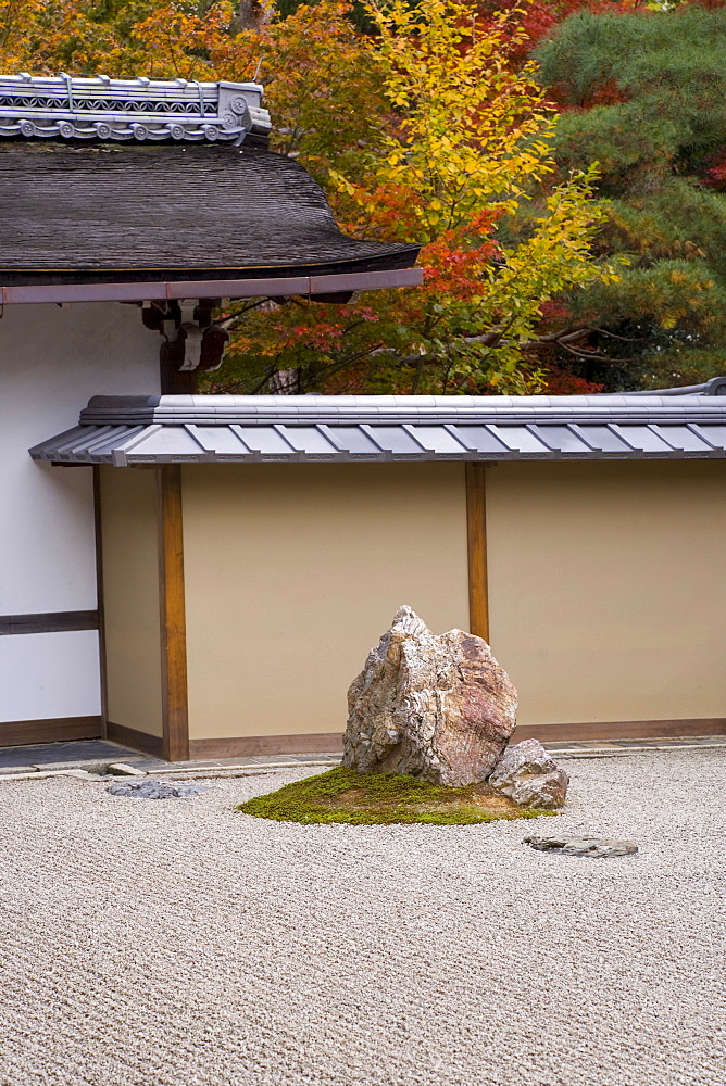 Ryoanji Temple, belonging to the Rinzai school of Zen, founded in 1450, with Rock Garden arranged in the kare-sansui (dry-landscape) style, Kyoto, Kansai Region, Honshu, Japan, Asia