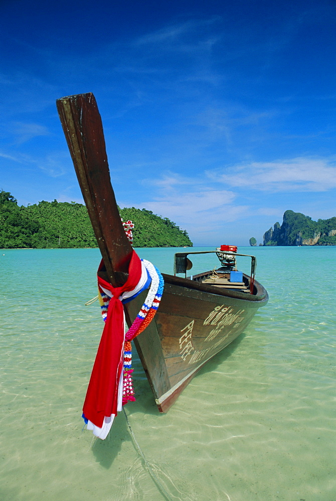 Typical long tail boat, Ao Dalam Bay, Phi-Phi Don Island, Krabi Province, Thailand, Asia