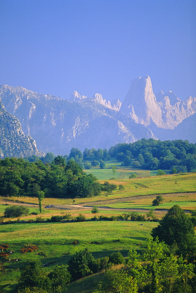 Naranjo de Bulnes (peak), Picos de Europa mountains, Asturias, Spain, Europe