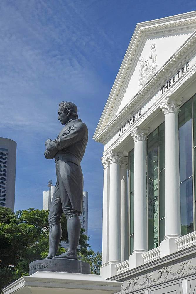 Statue of Sir Stamford Raffles and Victoria Theatre, Singapore, Southeast Asia, Asia - 306-4456