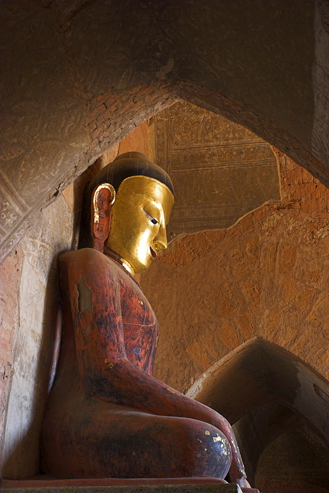 Buddha image and frescoes from the Konbaung period, Sulamani Pahto built in 1181 by King Narapatisithu, Old Bagan (Pagan), Bagan, Myanmar (Burma), Asia