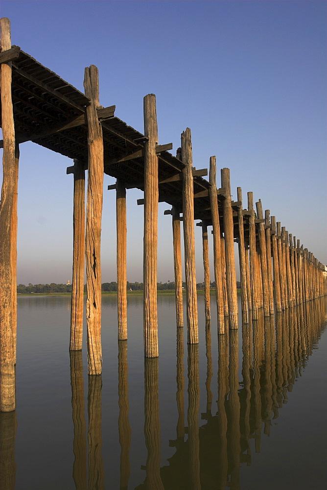 Taungthaman Lake, U Bein's Bridge, the longest teak span bridge in the world, originally supported by 984 teak posts, Amarapura, Mandalay, Myanmar (Burma), Asia
