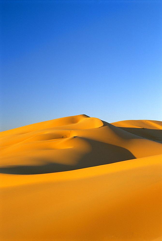 Dunes of the Erg Chebbi, Sahara Desert near Merzouga, Morocco, North Africa *** Local Caption ***   - 321-3464