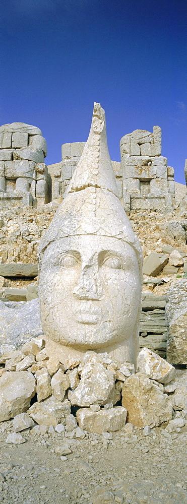 Ancient carved stone heads, Nemrut Dagi (Nemrut Dag), on summit of Mount Nemrut, UNESCO World Heritage Site, Cappadocia, Anatolia, Turkey, Asia Minor, Asia