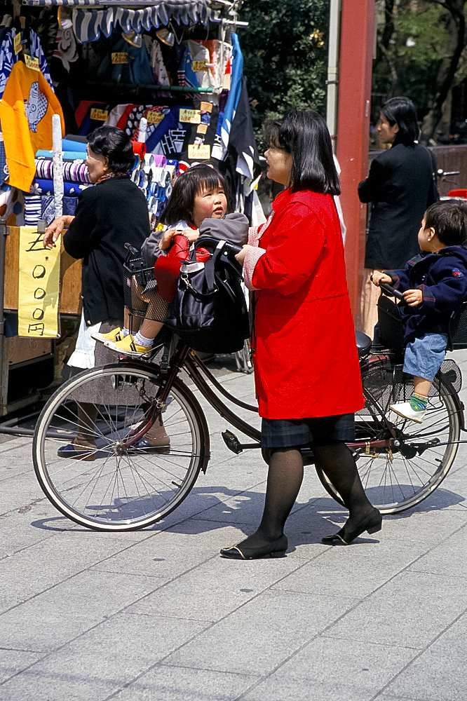 Mother and children with bicycle, Tokyo, Japan, Asia - 322-3423