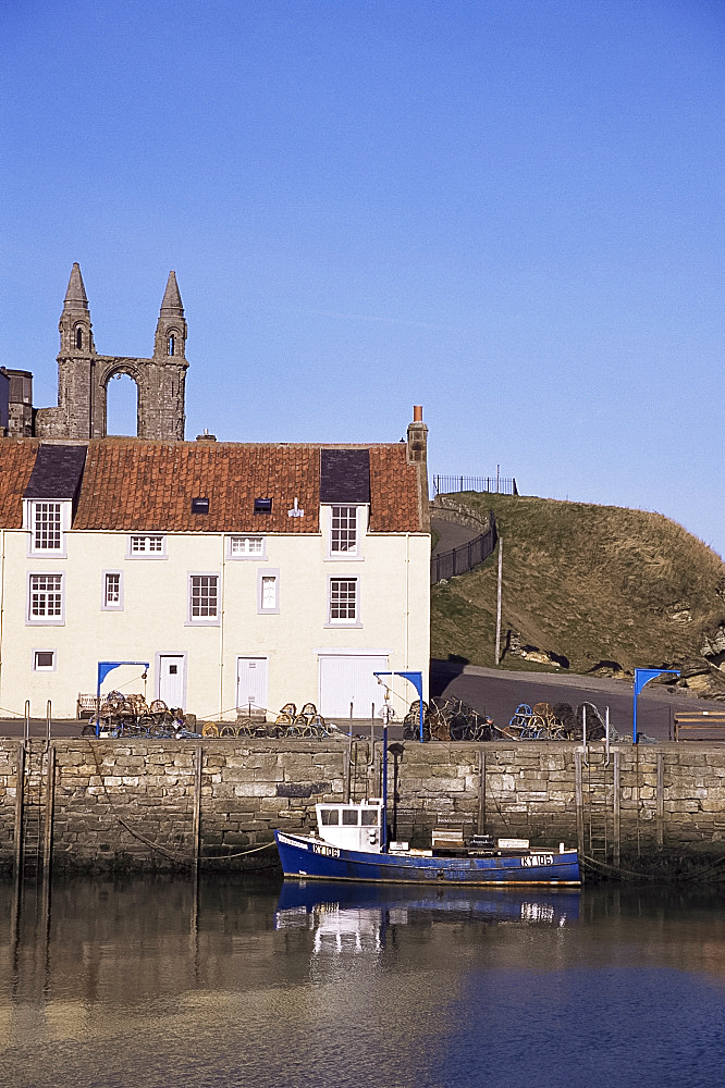 The harbour, St. Andrews, Fife, Scotland, United Kingdom, Europe