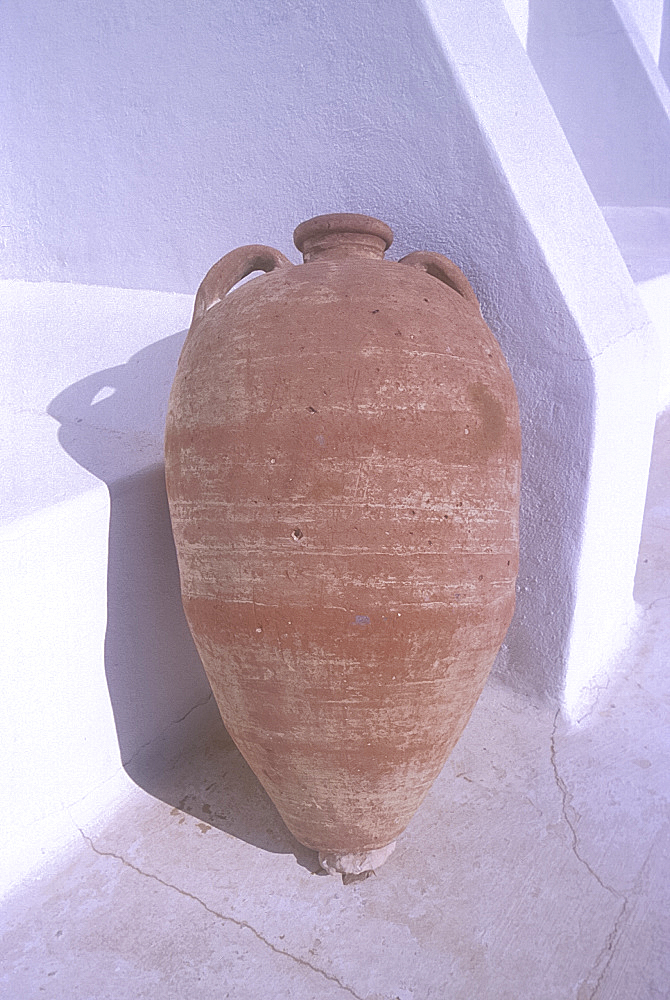 Earthenware jar, Guellala Museum, Djerba, Tunisia. *** Local Caption ***
