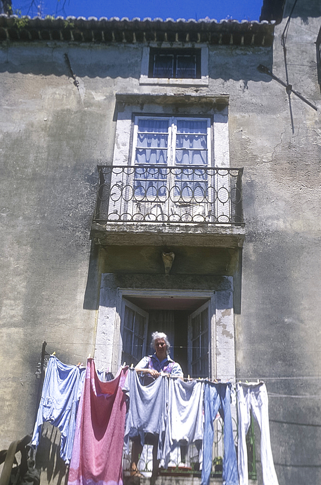 Hanging out the washing, Alfama, Lisbon, Portugal *** Local Caption ***