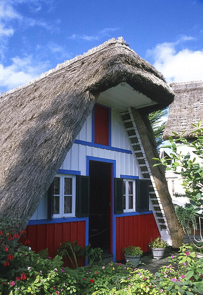Traditional thatched house, Santana, Madeira, Portugal *** Local Caption ***