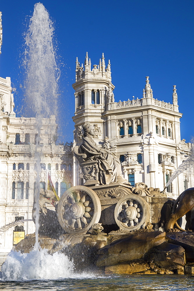 Fountain, Plaza de Cibeles Palace (Palacio de Comunicaciones), Plaza de Cibeles, Madrid, Spain, Europe