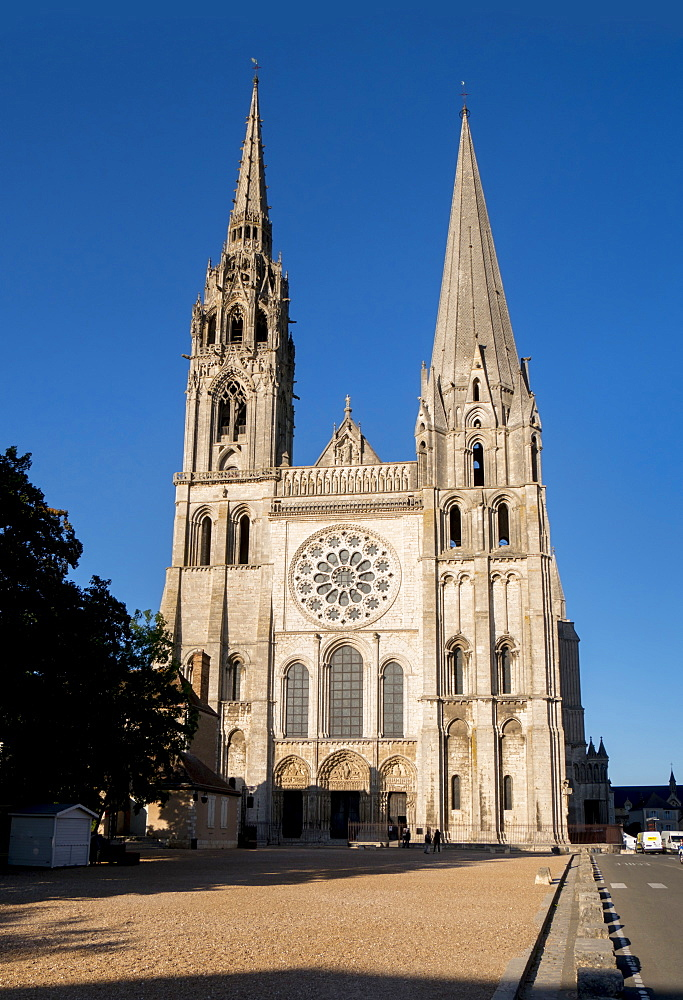 Chartres Cathedral, UNESCO World Heritage Site, Chartres, Eure-et-Loir, France, Europe - 367-6274