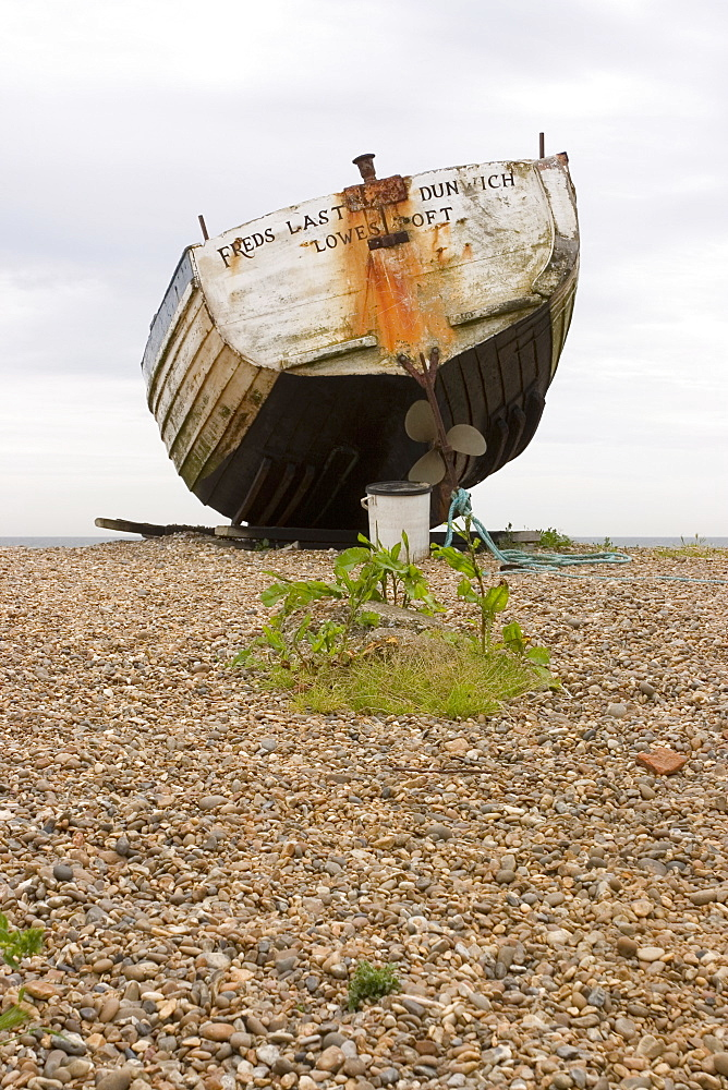 Fishing boat on Orford beach, Suffolk coast, England, United Kingdom, Europe - 375-808