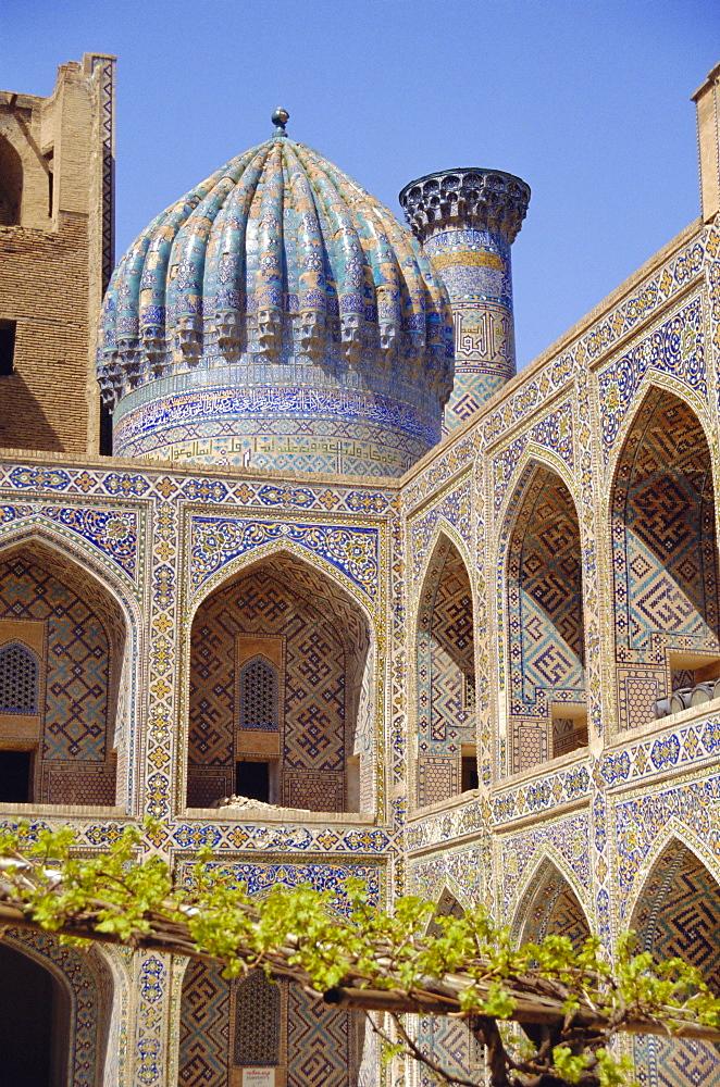Shyr-Dor Madrasah (Madressa) 1636, Registan Square, Samarkand, Uzbekistan, Asia