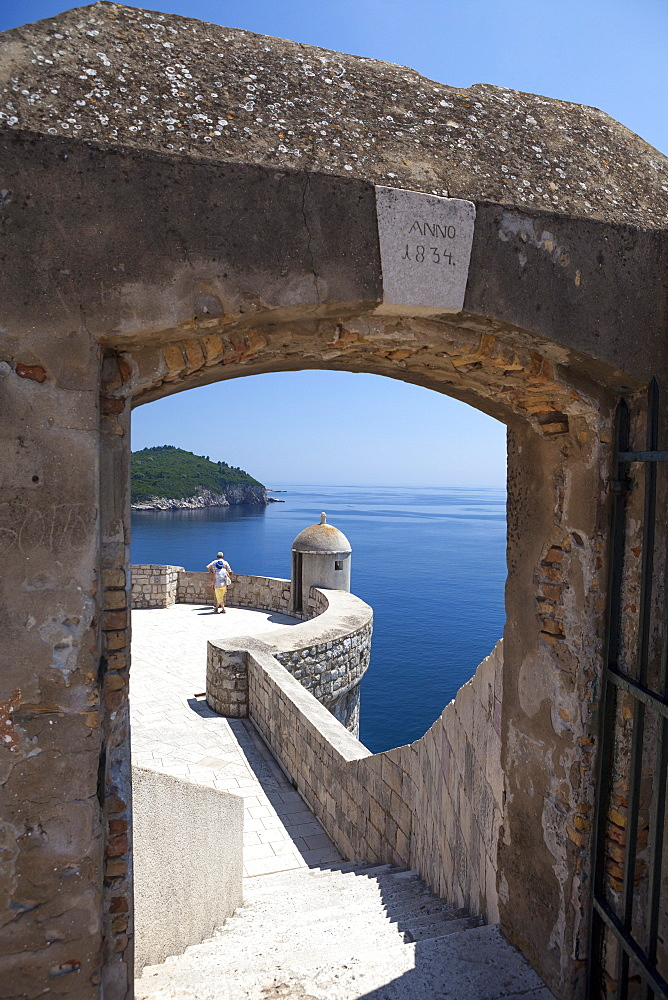City walls and view over the sea, Old City, UNESCO World Heritage Site, Dubrovnik, Dalmatian Coast, Croatia, Europe  - 526-3770