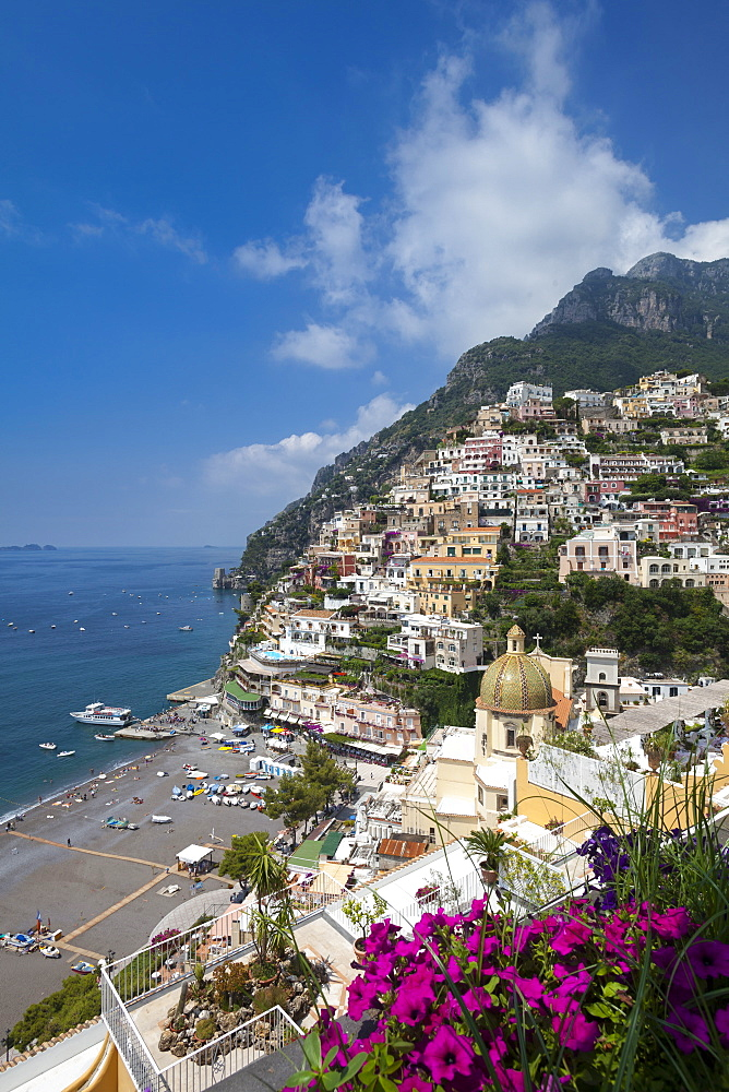 View of town and beach, Positano, Amalfi Coast (Costiera Amalfitana), UNESCO World Heritage Site, Campania, Italy, Mediterranean, Europe - 526-3834