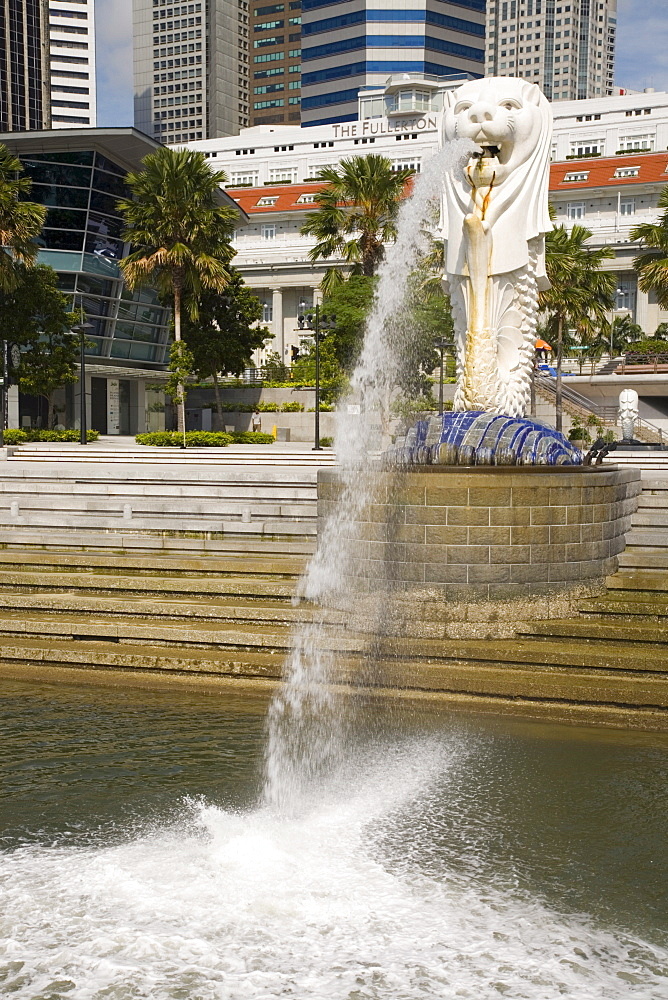 The Merlion statue, symbol of Singapore, on waterfront by Fullerton Hotel, Marina Bay, Singapore, Southeast Asia, Asia - 586-1451