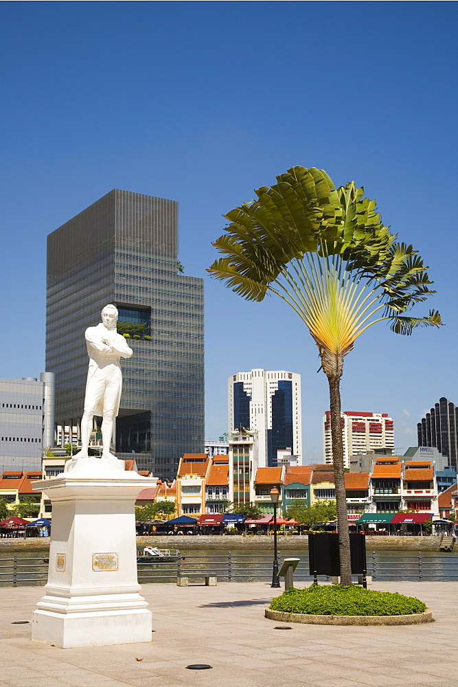 Sir Stamford Raffles statue and travellers palm at Raffles Landing Site on North Boat Quay of River with skyscrapers of Raffles Place in downtown Central Business District beyond, Marine Parade, Singapore, Southeast Asia, Asia - 586-1455