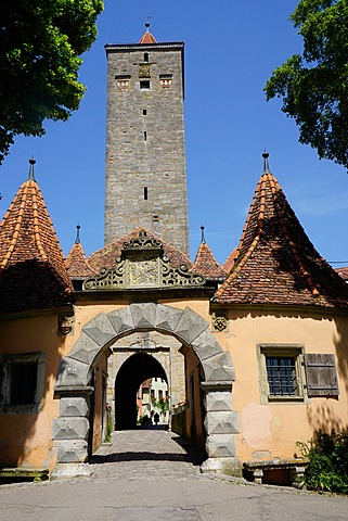 The Castle Gate (Burg Tor) in the walls of Rothenburg ob der Tauber, Romantic Road, Franconia, Bavaria, Germany, Europe
