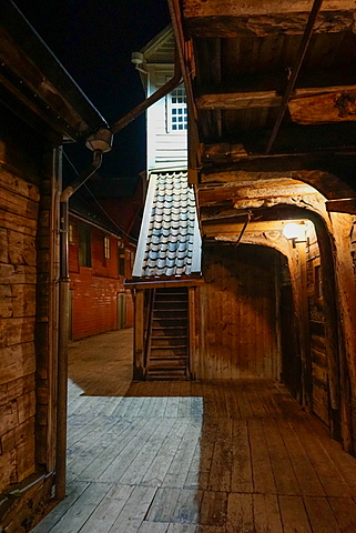 Small alleyways in the Hanseatic quarter, Bryggen, Bergen, Hordaland, Norway, Scandinavia, Europe