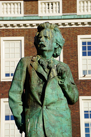 Statue of composer Edvard Grieg, Bergen, Hordaland, Norway, Scandinavia, Europe