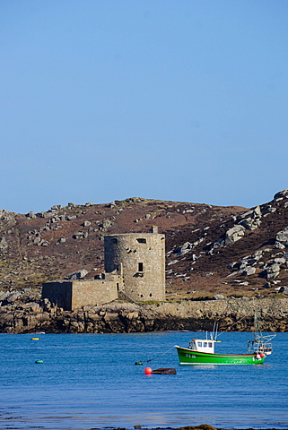 Fishing boat, Cromwell's Castle on Tresco, Isles of Scilly, England, United Kingdom, Europe - 641-13388