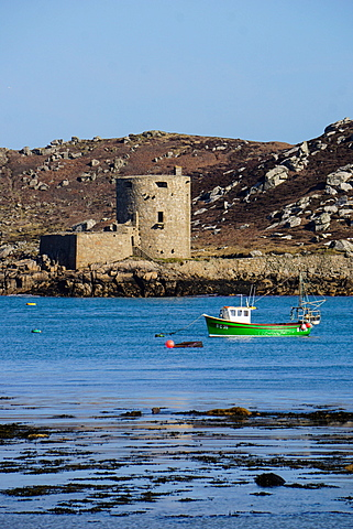 Fishing boat, Cromwell's Castle on Tresco, Isles of Scilly, England, United Kingdom, Europe - 641-13395