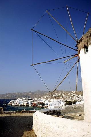 Greece, Mykonos town, boats in harbour, view from Lower Windmills - 645-2364