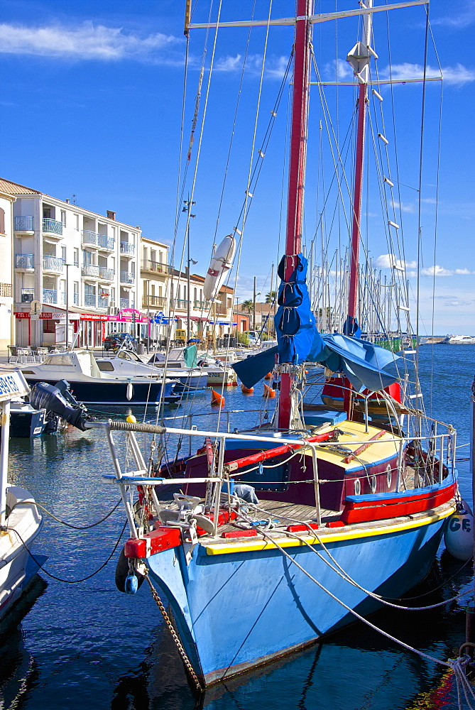 Boats in harbor, Meze, Herault, Languedoc Roussillon region, France, Europe - 665-5432
