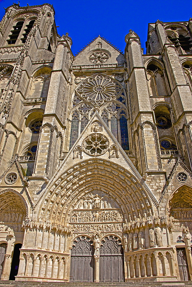 Cathedral Saint Etienne, dating from the 12th to 14th centuries, in Gothic style, central entrance, UNESCO World Heritage Site, Bourges, Cher, Centre, France, Europe - 665-5453