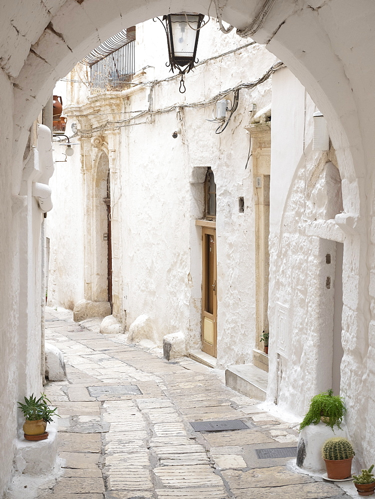 Narrow street in the Old Town, Ostuni, Puglia, Italy, Europe - 667-2692