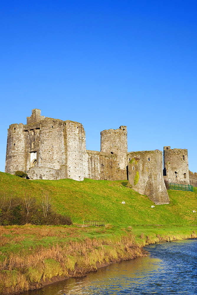 Kidwelly Castle, Carmarthenshire, Wales, United Kingdom, Europe - 696-872