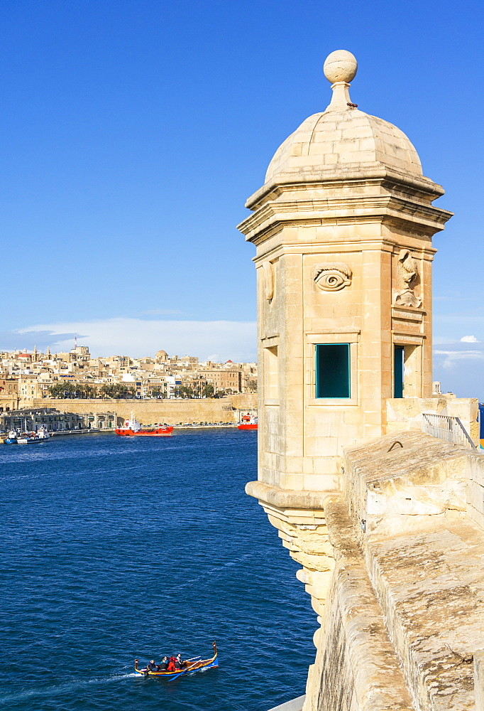 Vedette watchtower (Gardjola sentry box) and Valletta Grand Harbour, Senglea, The Three Cities, Malta, Mediterranean, Europe