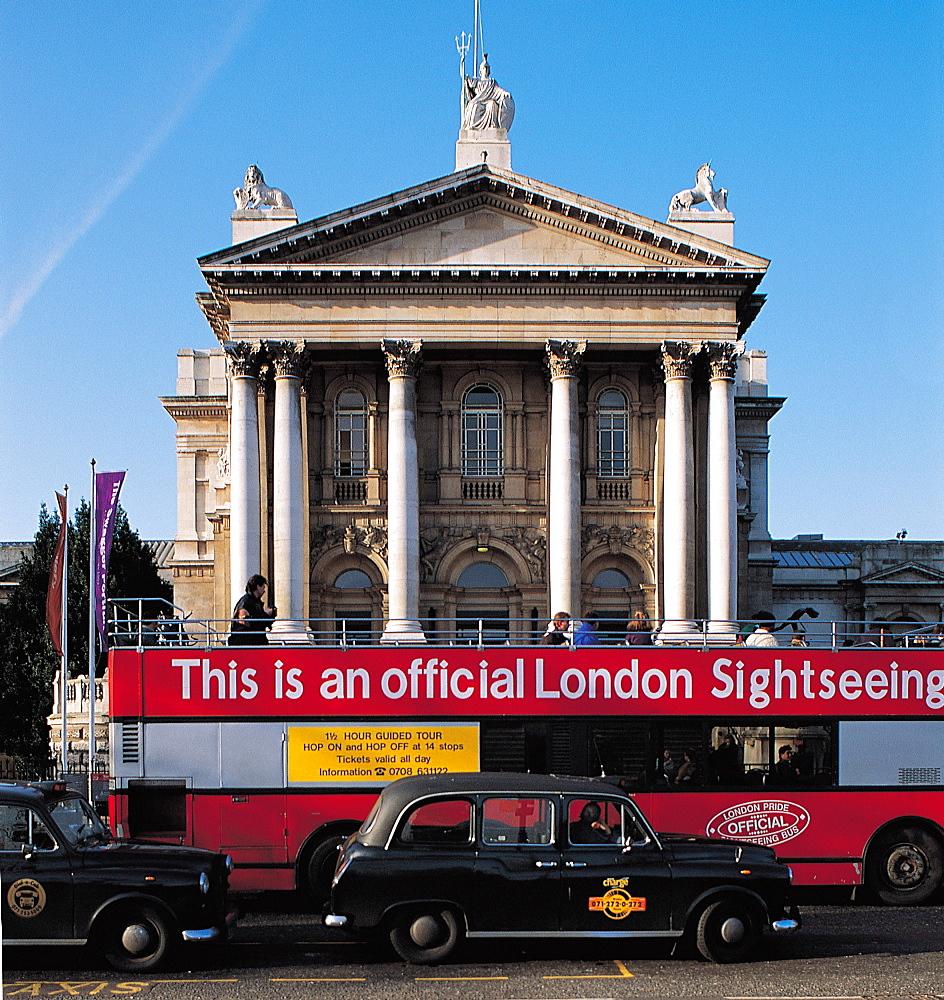 UK, London, Traffic At Tate Gallery